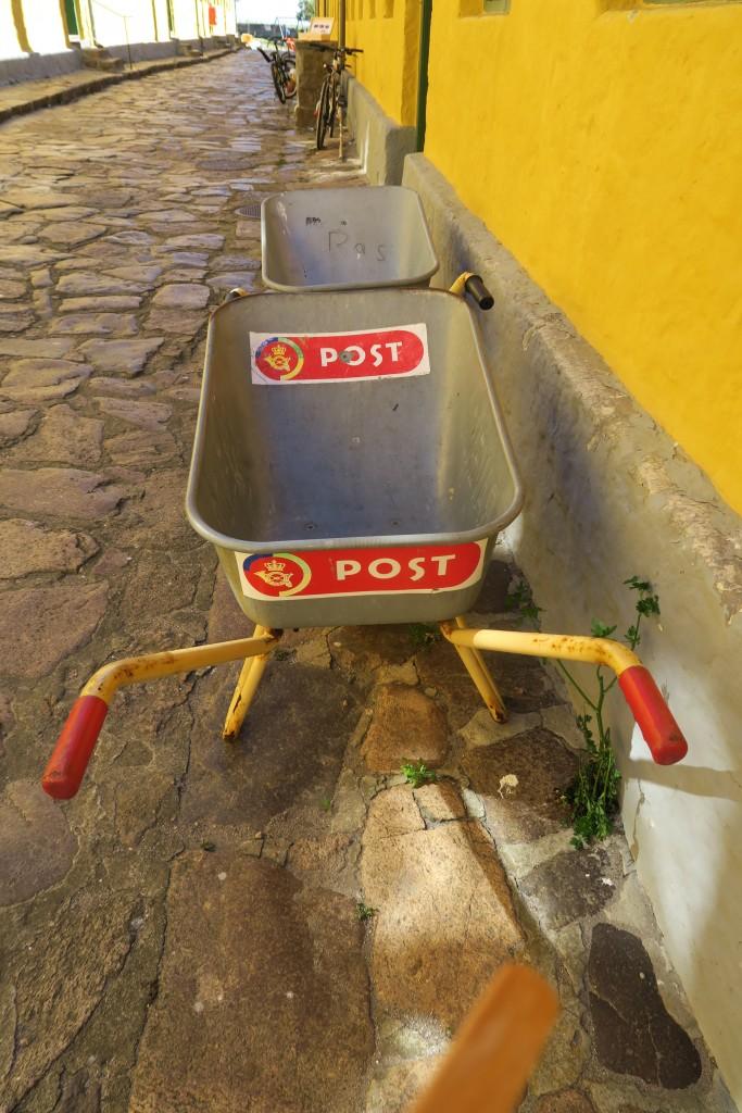 Dienstfahrzeug des Postbeamten