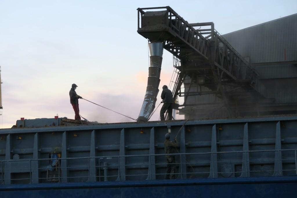 Hafenarbeiter beim Einlaufen