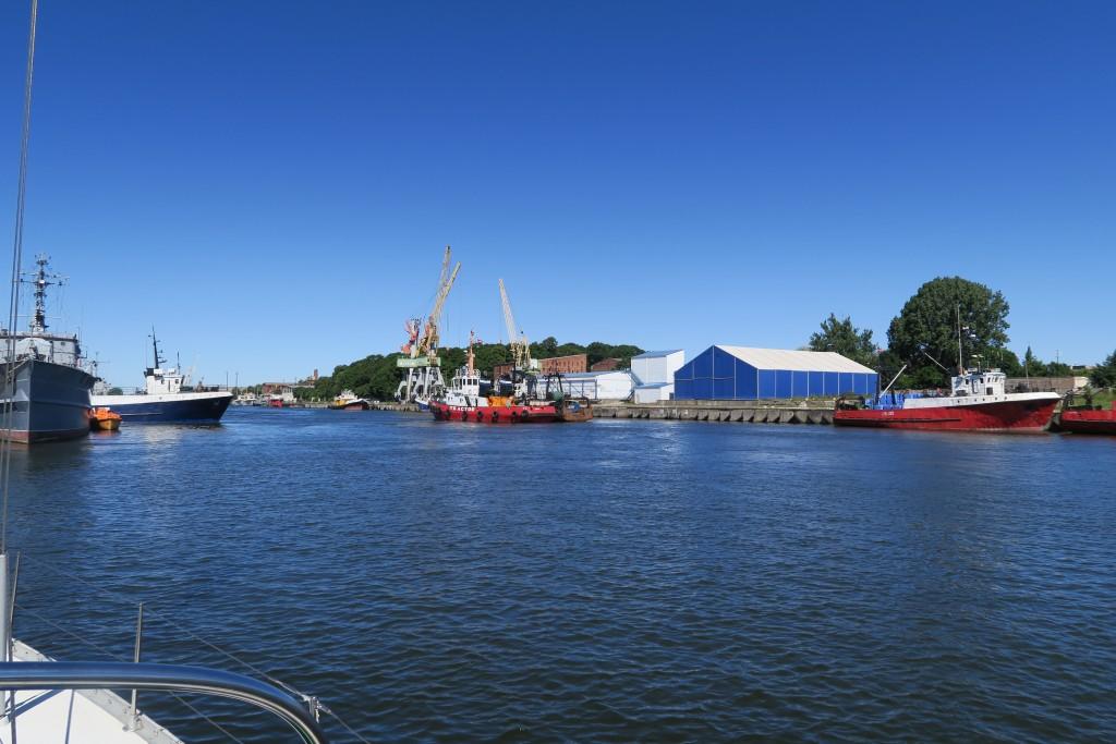 Hafenkanal am Morgen