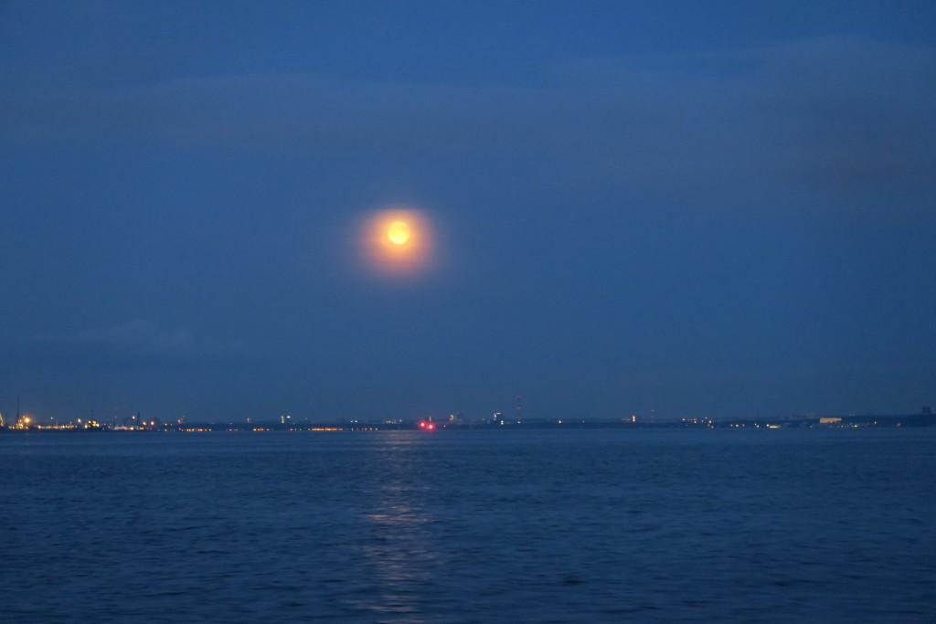 Mond geht auf