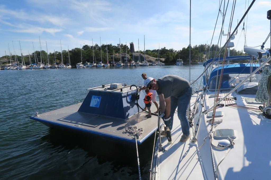Fäkalientanks abpumpen - auf Rödhamn mit Muskelkraft