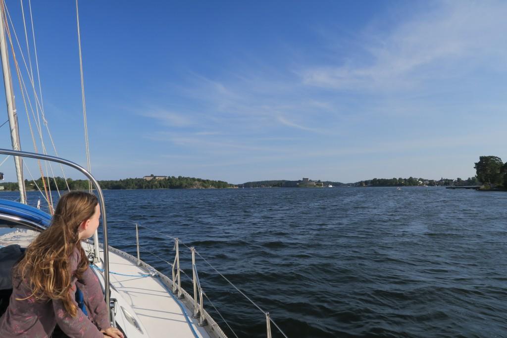 wir nähern uns Vaxholm, einer Festung, die in vergangenen Zeiten den einzigen tiefen Zugang nach Stockholm gesichert hat