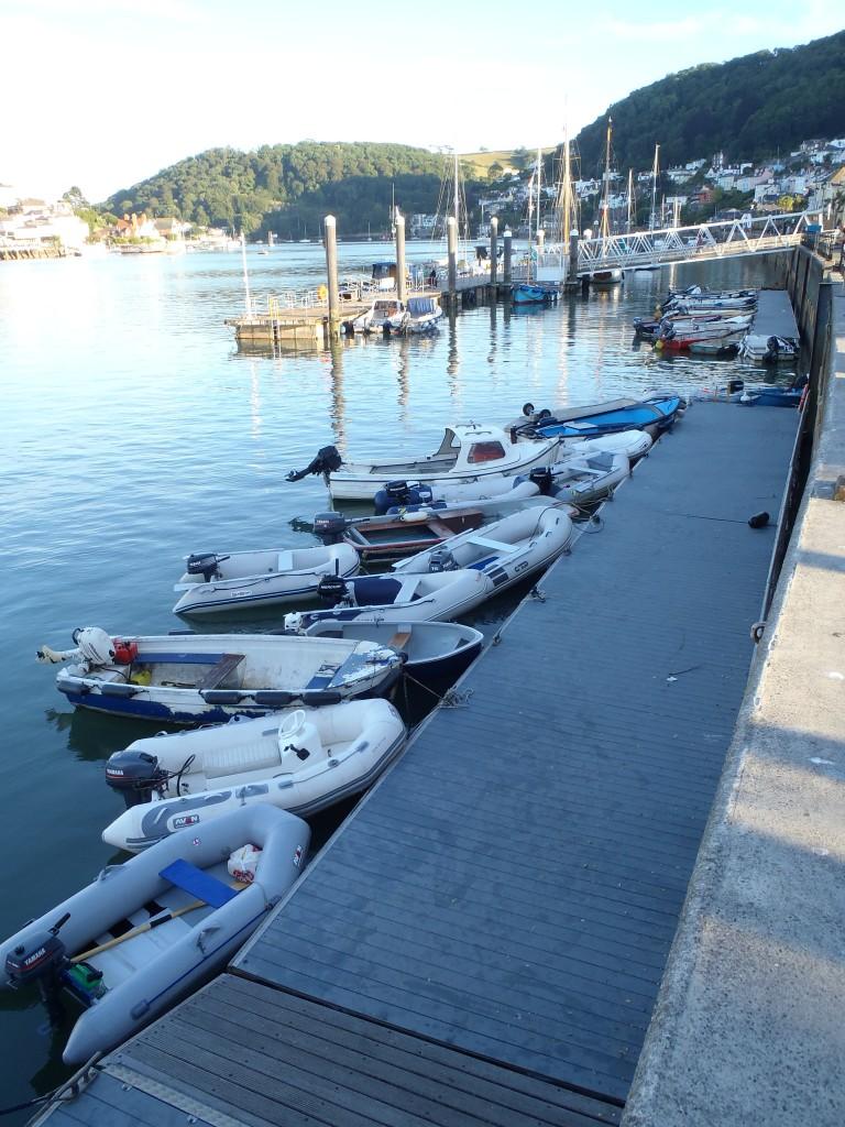 zum Vergleich: so sieht ein ordentliches Dinghy-Dock aus (Dartmouth, England)